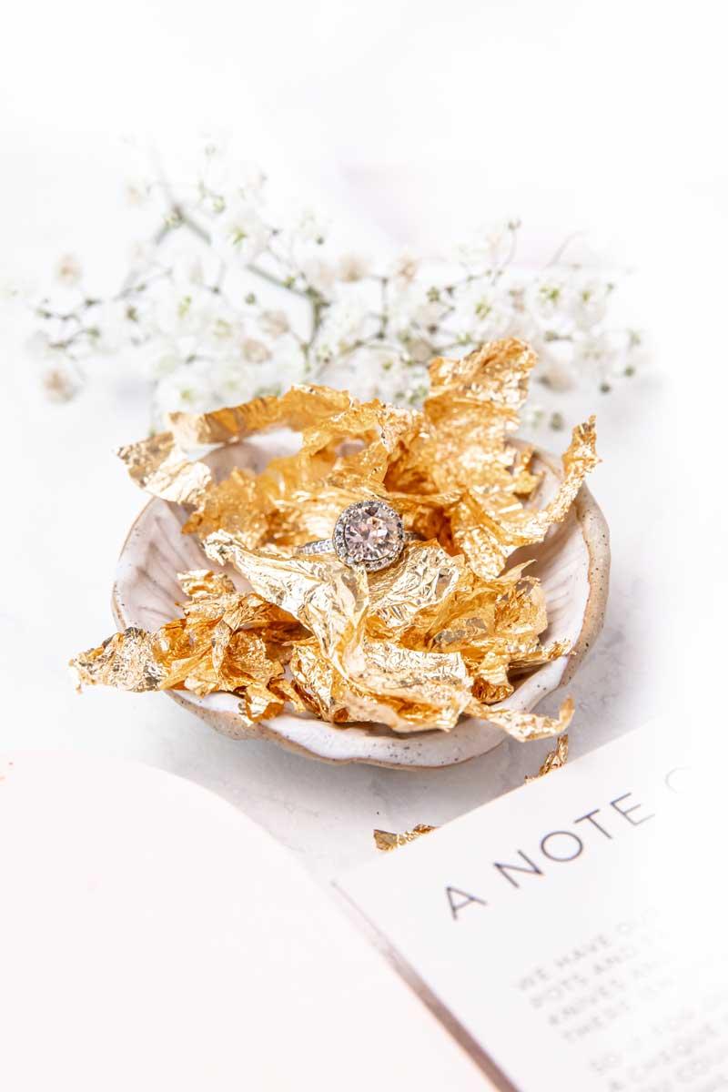 gold gilding flakes